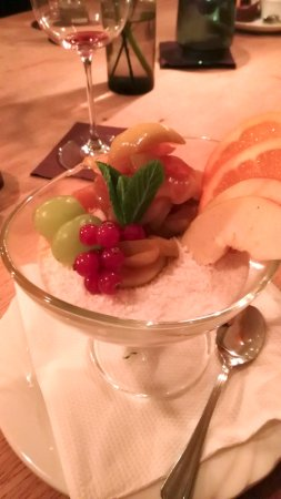 Leonberg, Germany: Tapioka - Pudding mit Kokosraspeln und Apfel-Zimt-Kompott