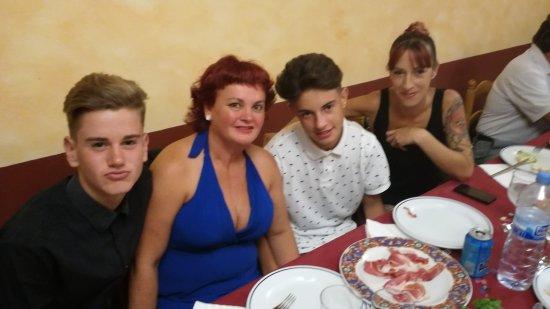 Segur de Calafell, Spanien: Fiesta sorpresa en la sala Carmen
