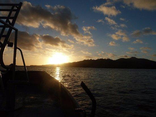 Naviti Resort: Sunset on a boat extra. Good Value