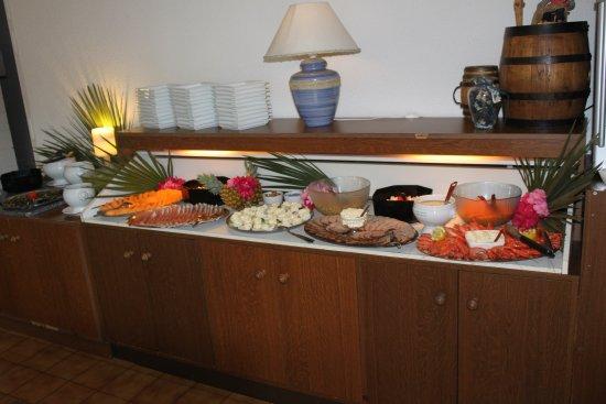 Istres, France: Buffet d'entrées