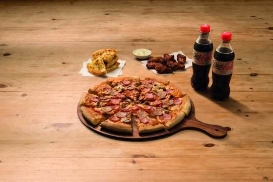 Aberdare, UK: Mighty Meaty, Garlic Pizza Bread, Chicken & Drinks