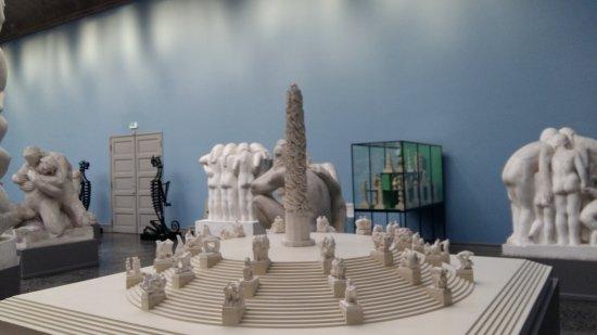 Vigeland-Museum: miniature of vigeland park statue