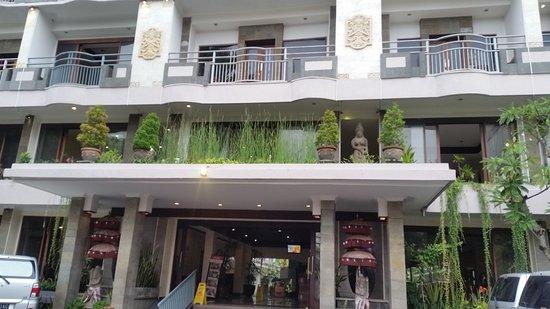 Champlung Mas Hotel: 20170312_180149_large.jpg