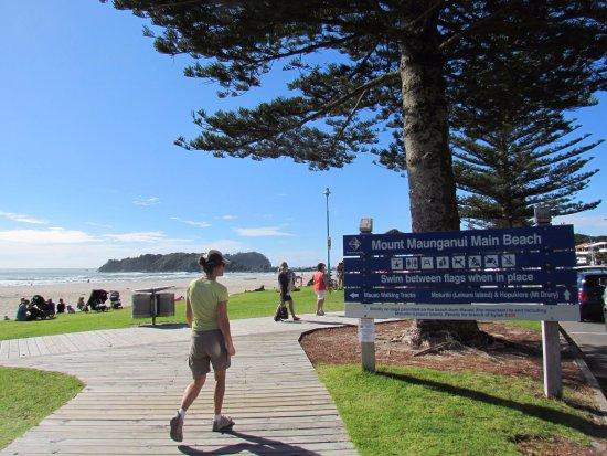 Mount Maunganui, New Zealand: Caminando a la Playa