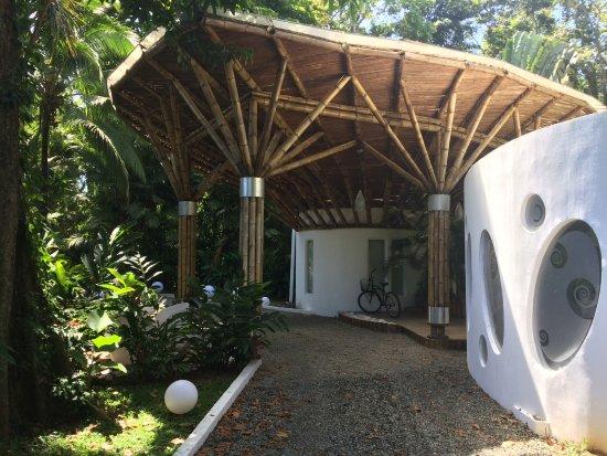 Коклес, Коста-Рика: View of hotel entrance