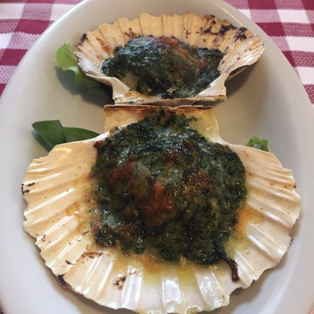 Campodarsego, Italy: Capesante gratinate  alla crema di erbette primaverili