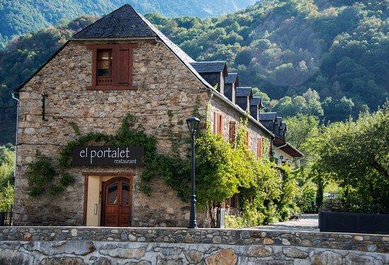 restaurant el portalet: fachada y entorno