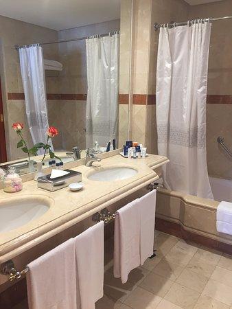 Ba o con ba era y ducha picture of hotel jardin tropical - Bano con banera y ducha ...