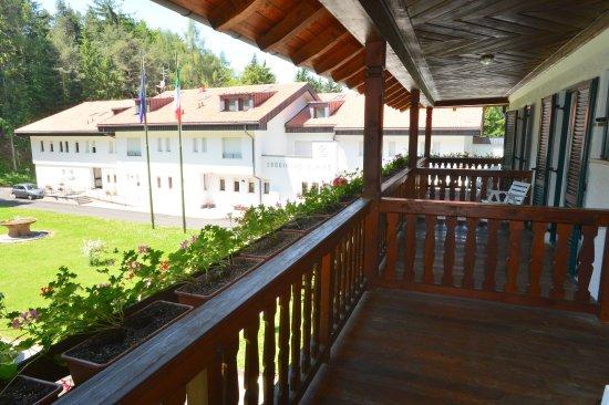 Balcone della foresteria foto di soggiorno alpino for Soggiorno alpino costalovara