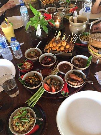 Tanjung Benoa, Indonesia: Le déjeuner des plats préparés le matin