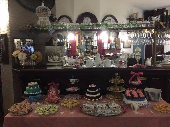 Province of Messina, Italië: Buffet del tea alla Corte della Regina di Francia!