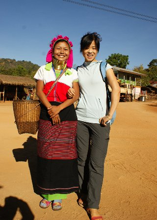 Kalaw, Birmania: Model with pa daung ethnic dress.