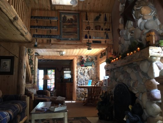 Drake, CO: The River Cabin Living room was HUGE!