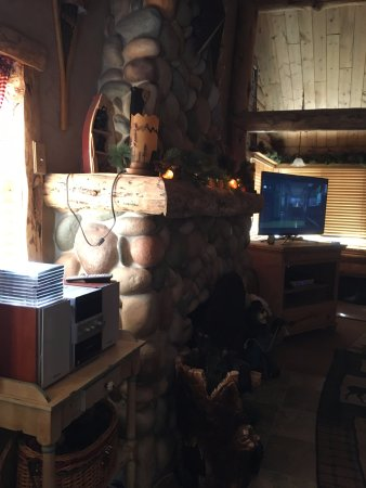 Drake, CO: River Cabin Living room