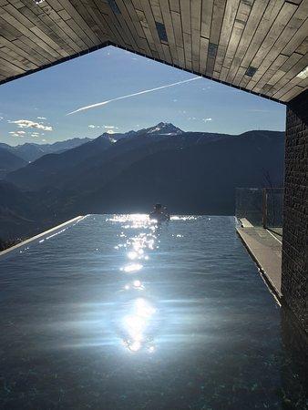 View from the heated infinity pool bild von miramonti for Hotel miramonti boutique