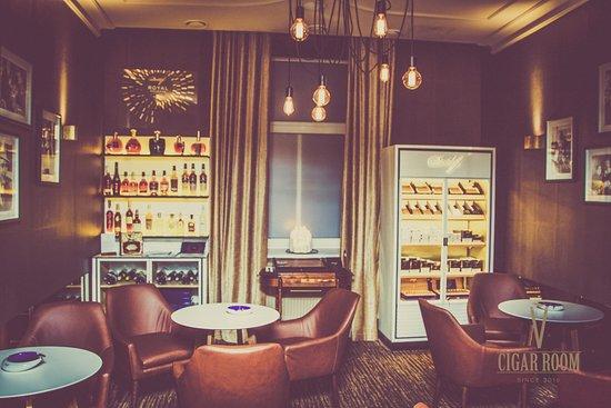 Cigar Room: Getlstd_property_photo