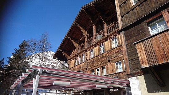 Maloja, Schweiz: Das Haus von der Terrasse her