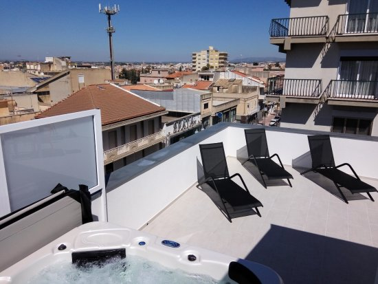 Comiso, Italia: Vasca Idromassaggio, Zona relax, Vista città