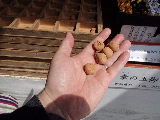 Udo Shrine: 投げる素焼きの玉