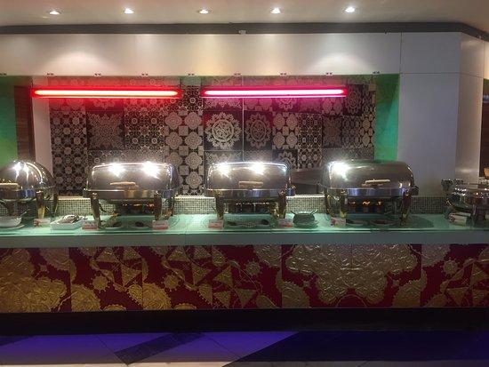 Patong Beach Hotel: breakfast buffet