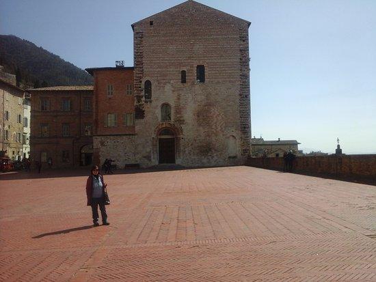 Gubbio, Italien: PIAZZA GRANDE