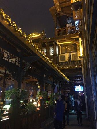 Chongqing, Kina: 夜景不錯!缺點是人真的好多!