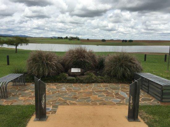 Yungaburra, Αυστραλία: Looking over the lake