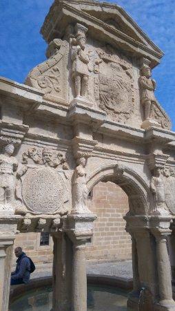 Fuente de Santa Maria : primer plano de la fuente
