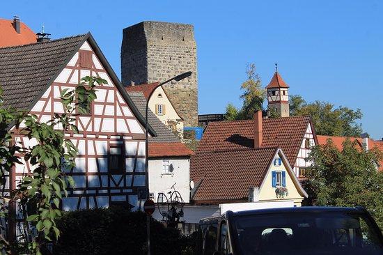 Bad Wimpfen, Tyskland: сторожевая башня на Неккаре в Бад-Вимпфене