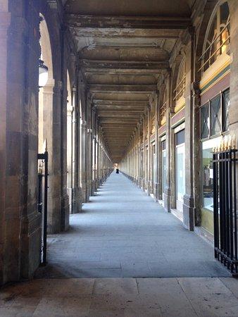 galerie de valois - photo de jardins du palais royal, paris