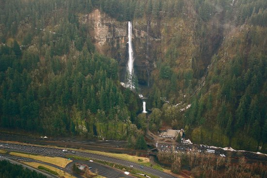 Troutdale, OR: Multnomah Falls in the Columbia River Gorge