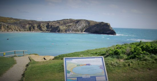 West Lulworth, UK: Information board tells you how this cove was formed