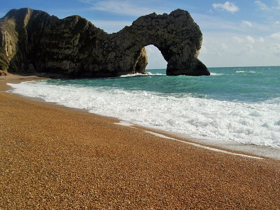 West Lulworth, UK: Photogenic scenery of an iconic beauty spot. Not to be missed!