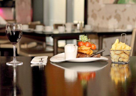 Chez - K's Restaurant: Sirloin Steak & Homecut chips in Chez K's