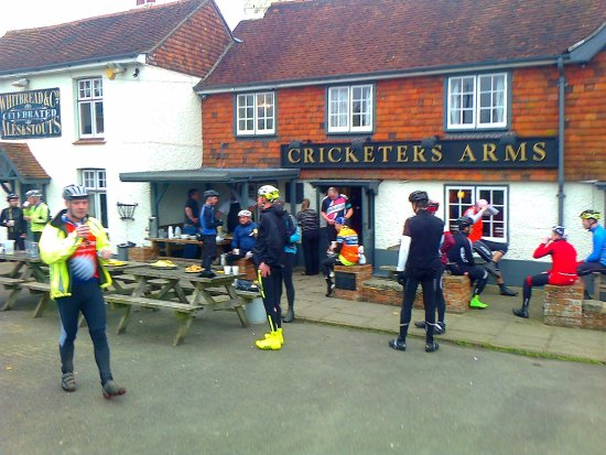 Wisborough Green, UK: Spring Onion cycle feed stop at Cricketers