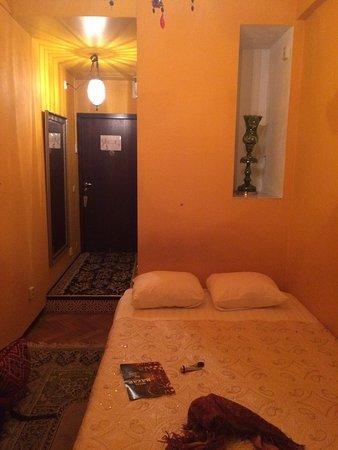Hotel Bazar: Kamer met twijfelaar, fijne en mooie oosterse inrichting, schone badkamer. Heerlijk eten in het