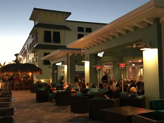 The Island Grille & Raw Bar : Two bars and plenty of seating both outside and inside