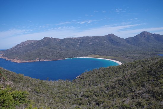 Coles Bay, Austrália: Wineglass Bay from the lookout
