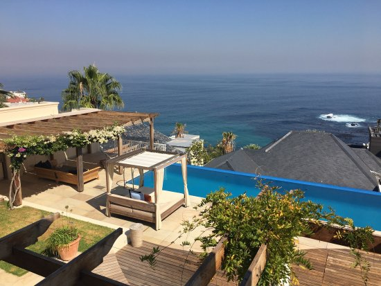 Bantry Bay, Afrika Selatan: Relaxing infinity swimming pool area