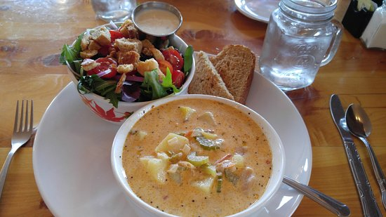 Sisters, Όρεγκον: All you can eat - Clam Chowder, Salad, and Bread