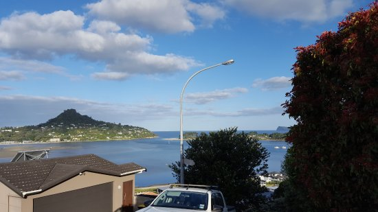 Tairua, New Zealand: View from the top of the driveway