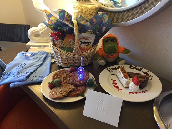 Sonesta Resort Hilton Head Island: Birthday goodies from hotel!