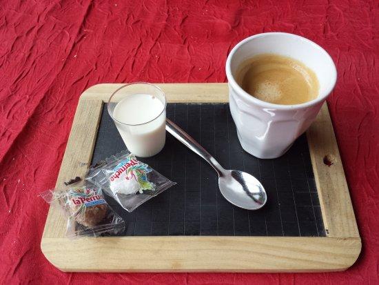 Itteville, Frankrike: Café.