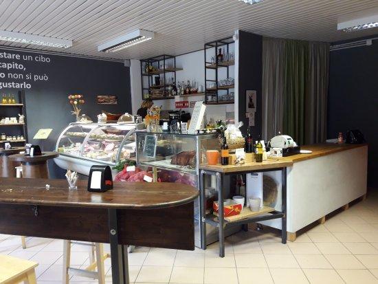 Colfiorito, Italy: Il Bar