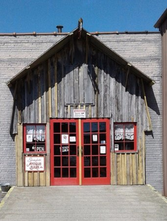 "Springfield, TN: Front Entrance to ""The Barn"" ~ March 2017"
