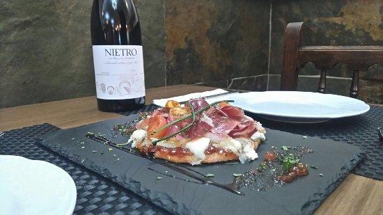 Alhaurin el Grande, إسبانيا: Torta Ines Rosales con compota de tomate, queso de cabra, jamón ibérico y tomate cherry