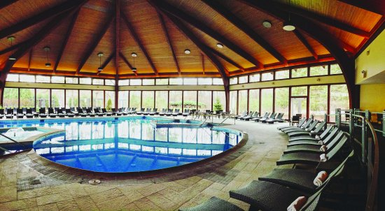 Fontana, WI: Avani Spa Pool- Adult only and requires spa admission for use