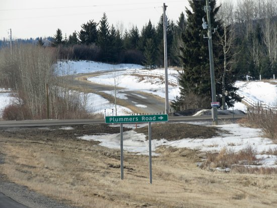 Priddis, Canada: Plummers Road sign from Highway 20