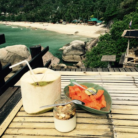 Ko Nang Yuan, Tailandia: My breakfast at Bamboo Hut. Haad Juan beach behind