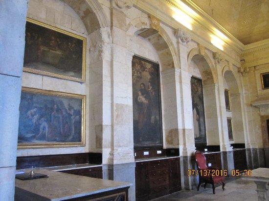 Catedral de Cadiz : Wall in sacristy
